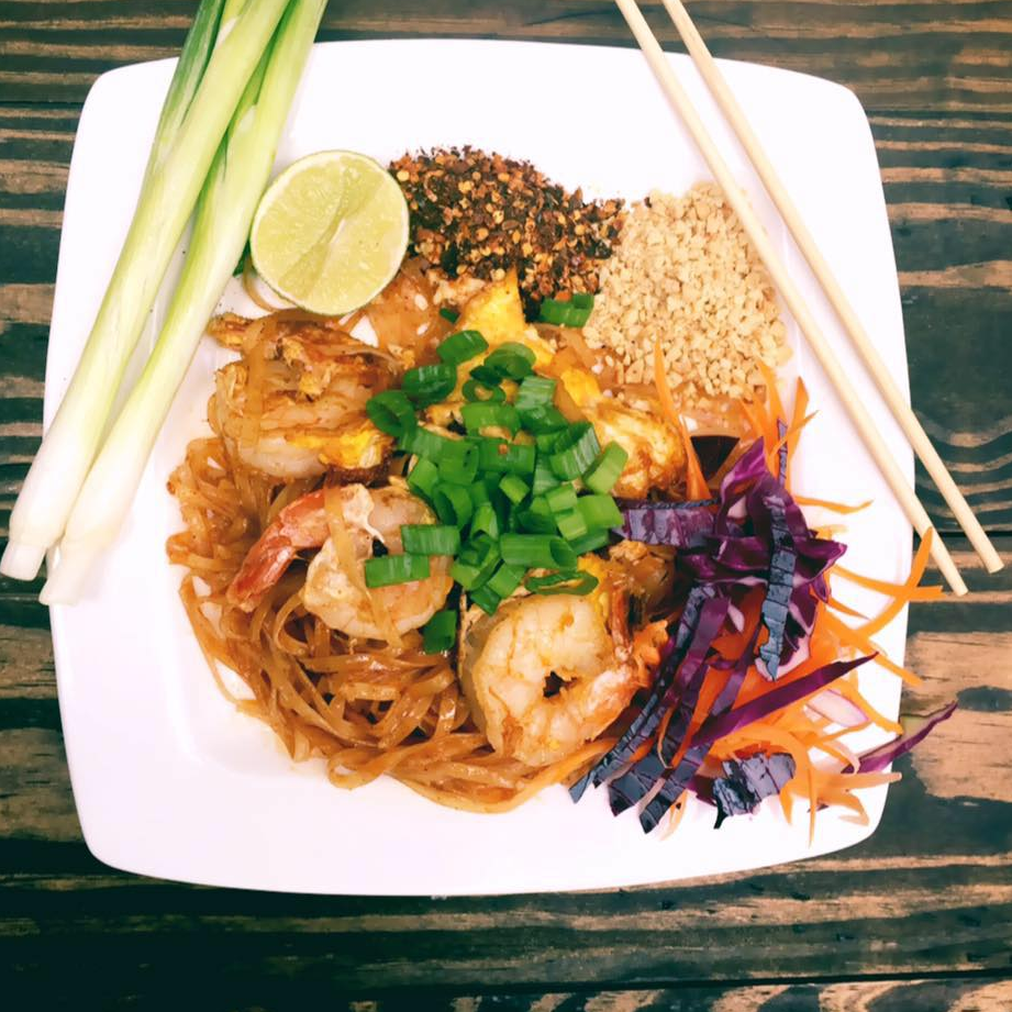 Yummy Thai Food logo